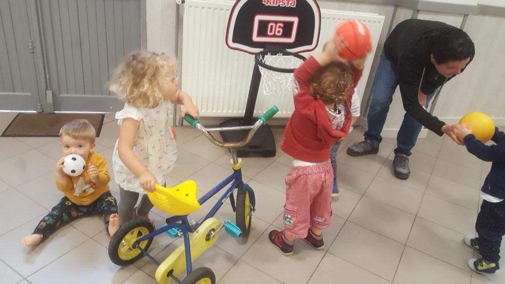 association d'assistants maternels, petite pirouette permet aux personnes qui gardent des enfants de se retrouver pour des activités commune à Verson