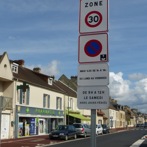 Zone bleue à Verson Rue du Général Leclerc et allée de l'Amitié