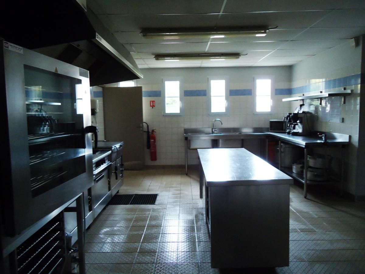 Cuisine - Salle-Trois-Ormes-Cuisine-Verson