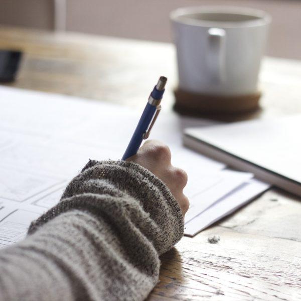 apprendre à écrire un texte avec un écrivain