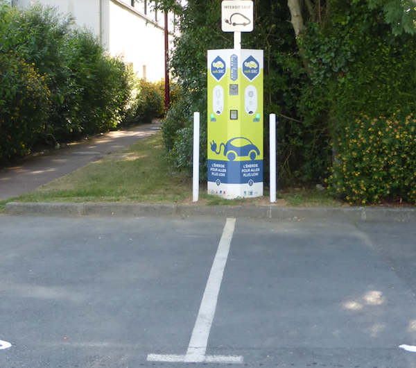 Borne de recharge pour voitures électriques à Verson